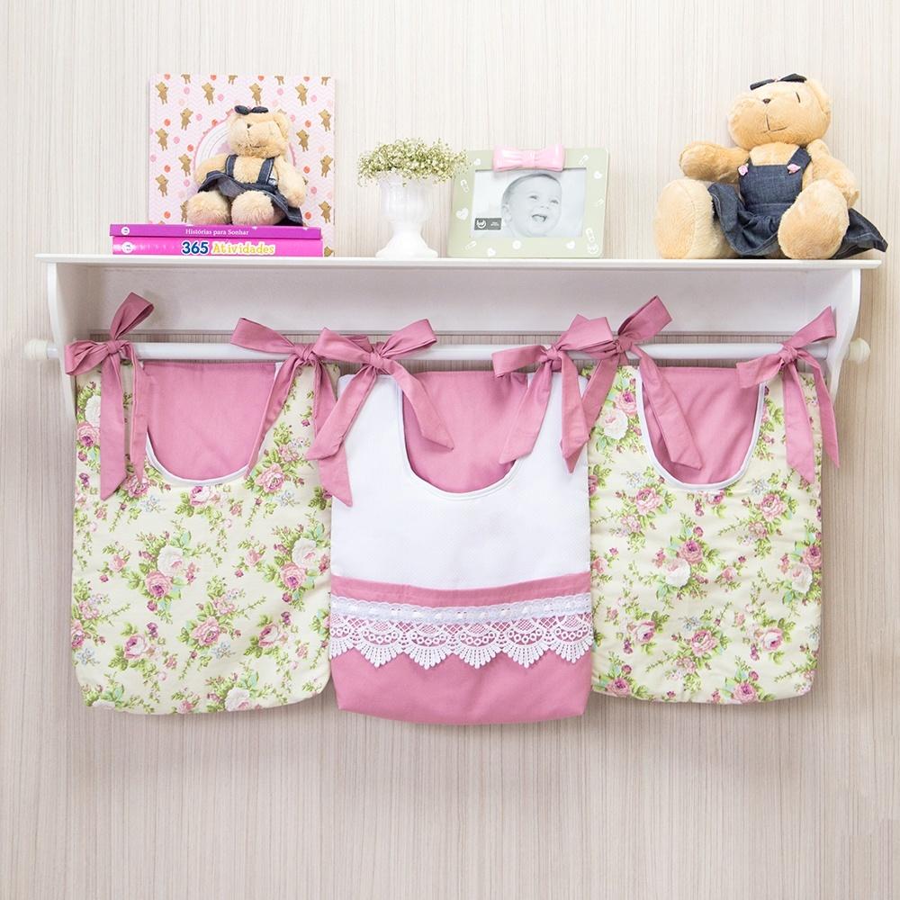Nichos e prateleiras otimizam espaço no quarto do bebê