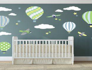quarto bebê com adesivo de parede de balão