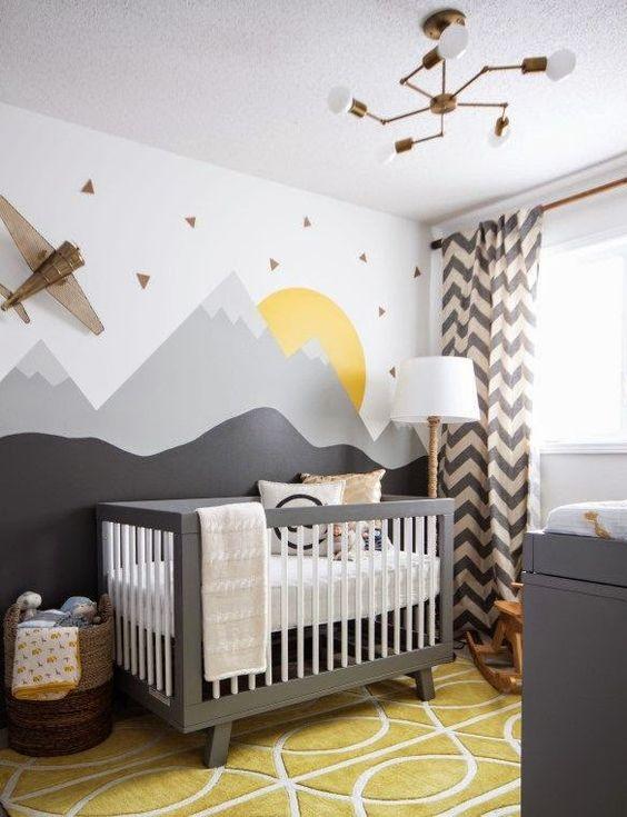 quarto de bebe cinza, amarelo e branco