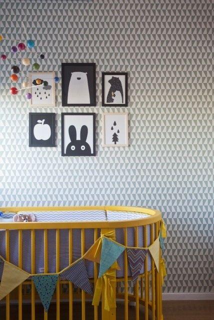Quarto de bebê com papel de parede geométrico ~ Quarto Rustico Contemporaneo