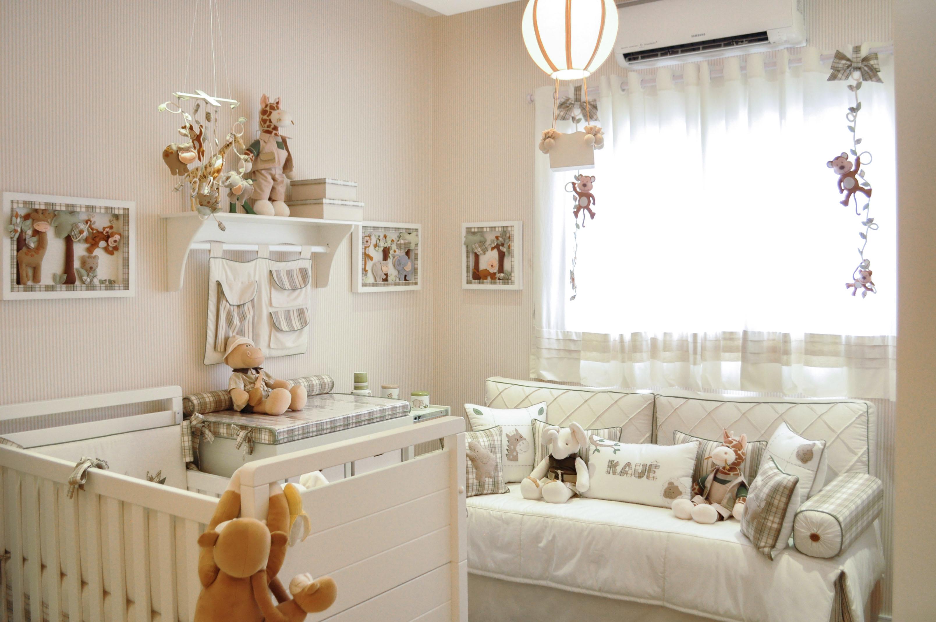 Inspire Se Quarto De Beb Com Enxoval Personalizado Mais De 900  ~ Quarto De Bebe Cores E Quadrinhos Quarto Bebe
