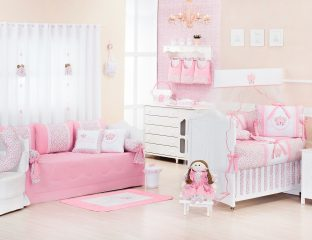 quarto de menina rosa e floral