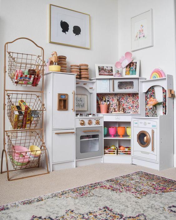 Dicas para montar uma brinquedoteca em casa mais de 900 for Kids craft table canada