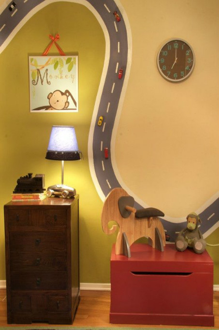 Uma pista com carrinhos de verdade chamará a atenção de todos pela criatividade.
