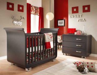 quarto de bebê vermelho