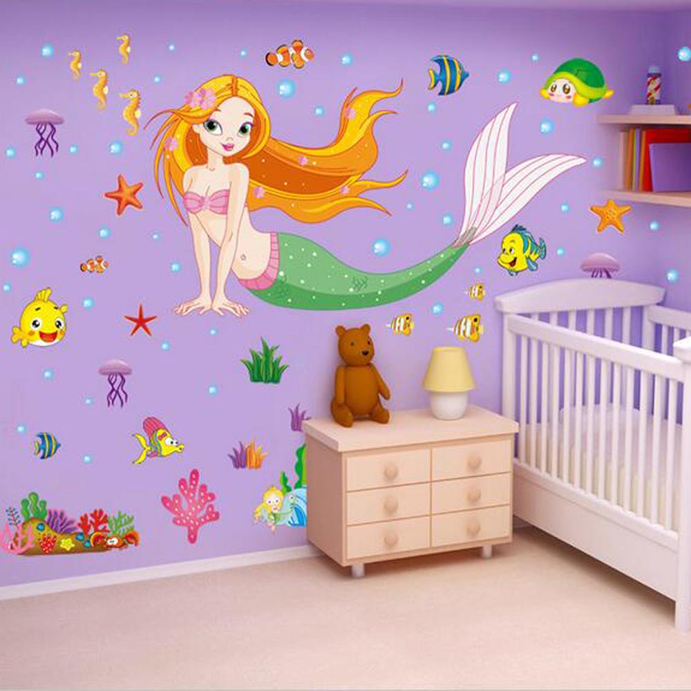 quarto de bebê com tema sereia