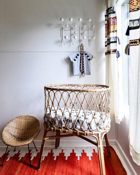 quarto de bebê com mini berço minimalista