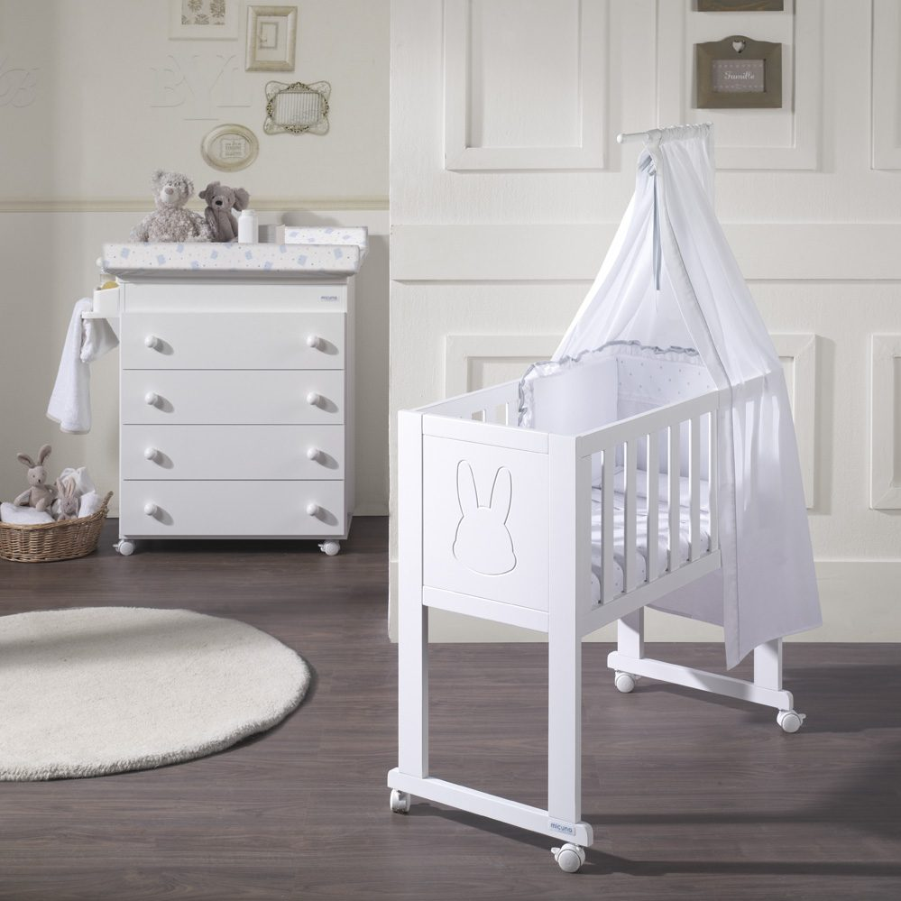 quarto de bebê com mini berço clean