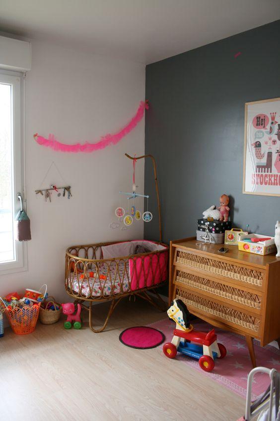 quarto de bebê com mini berço espaçoso