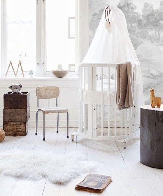quarto de bebê com mini berço estilo escandinavo