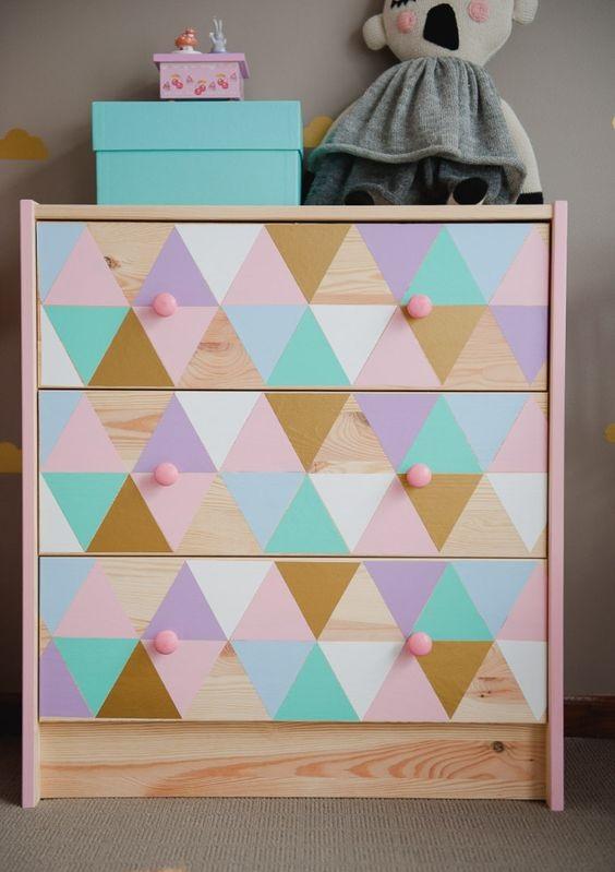 Cômoda com triângulos