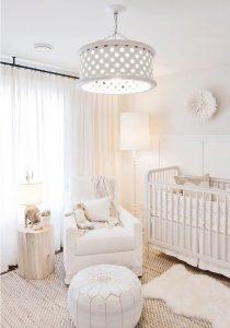 quarto de bebê branco