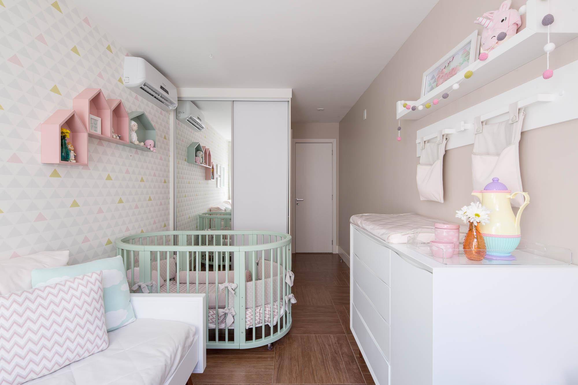 Quarto de beb moderno com papel de parede geom trico - Papel de pared moderno ...