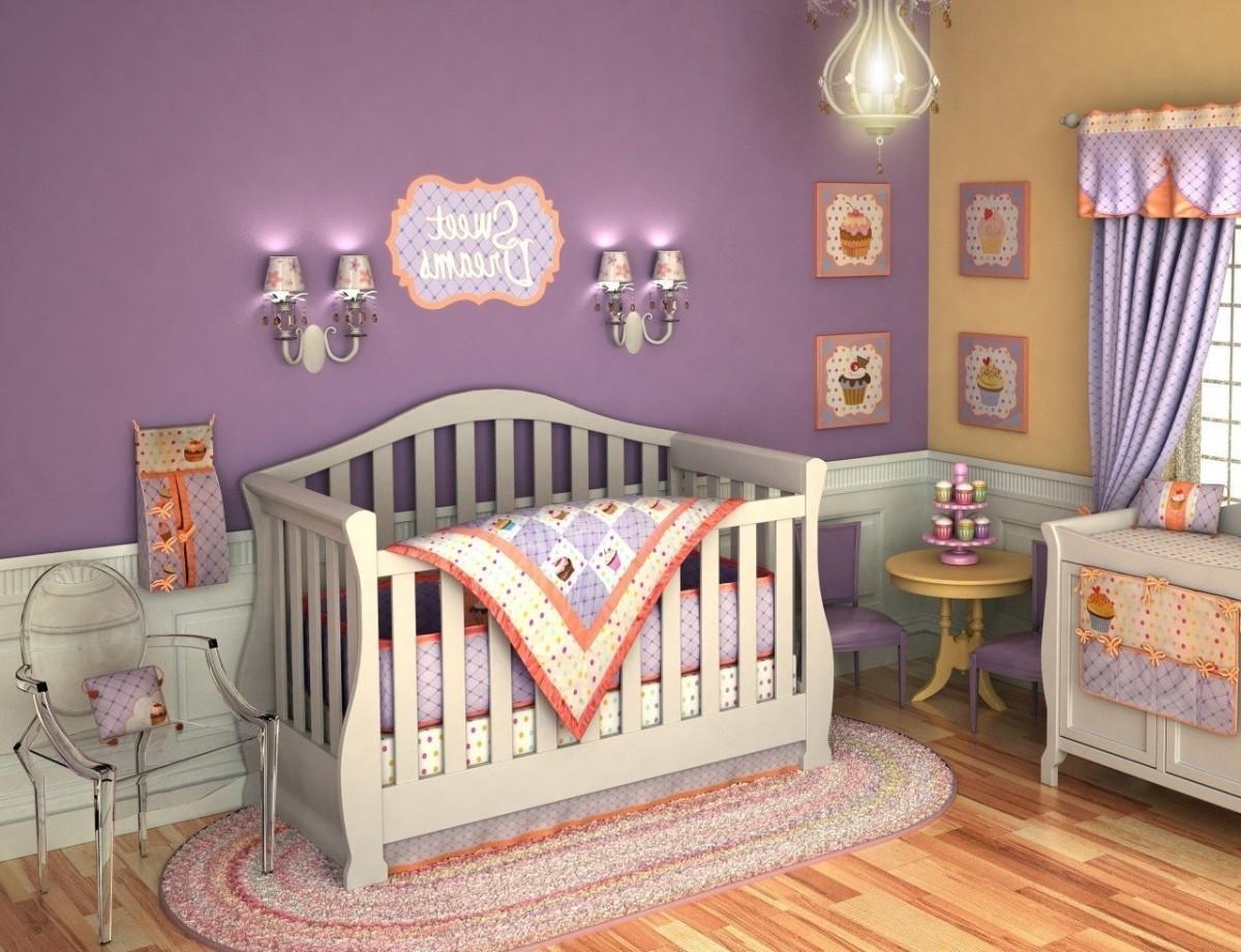 quarto de bebê roxo