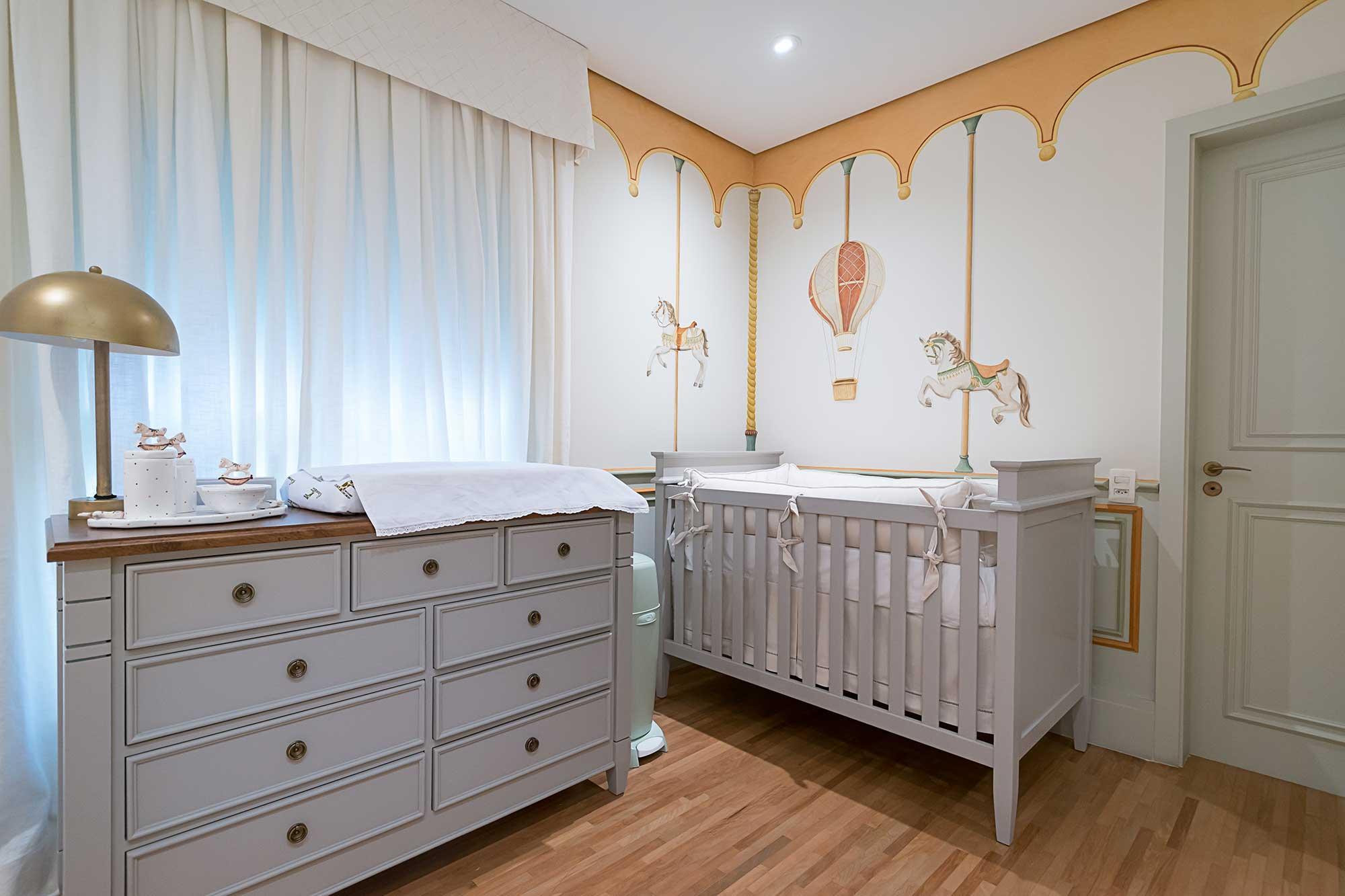 quarto de bebê cinza