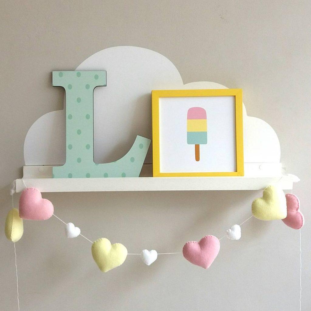 prateleiras para quarto de bebê