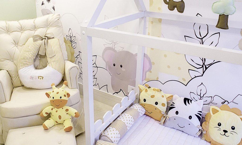 quarto de bebê montessoriano safári